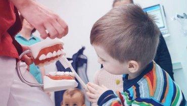 Higiena jamy ustnej, czyli jak dbać o zęby