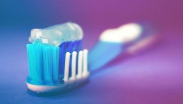 Fluoryzacja i lakowanie jako sposoby zapobiegania próchnicy